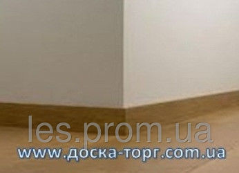 Плинтус деревянный