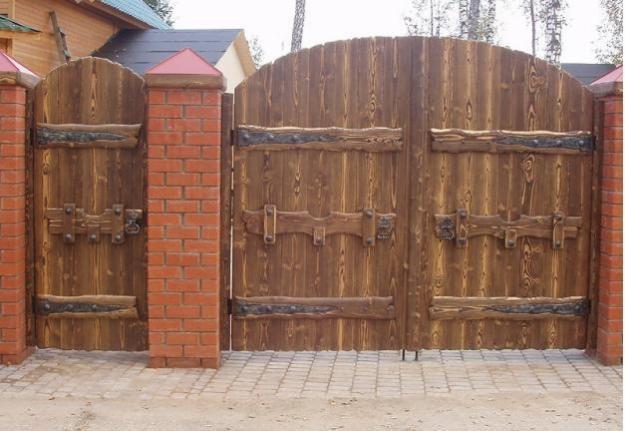 Ворота c калиткой из термодерева