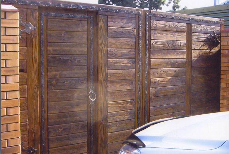 Деревянные ворота для коттеджа