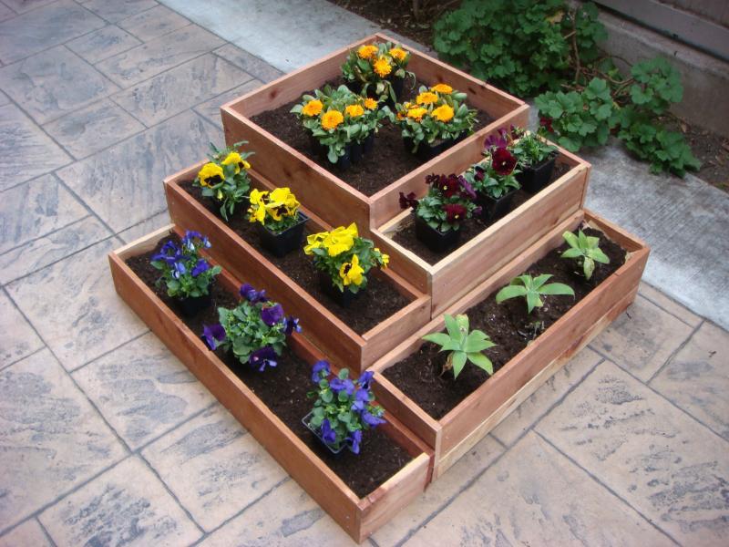 Деревянные клумбы для растений