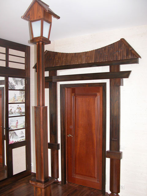 Модерновая деревянная дверь