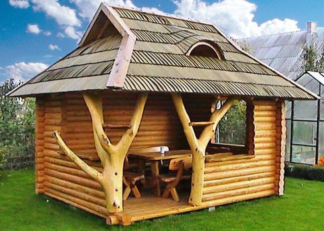 Беседка из термообработанного дерева - уютное место отдыха для всей семьи