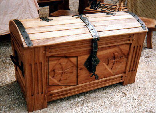 Сундук деревянный напольный