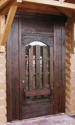 Деревянная входная дверь в дом №6