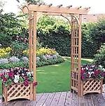 Деревянная арка с вазонами